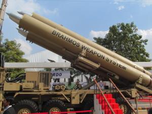 Indian_Army's_BrahMos_Mobile_Autonomous_Launchers_(MAL)_(2)